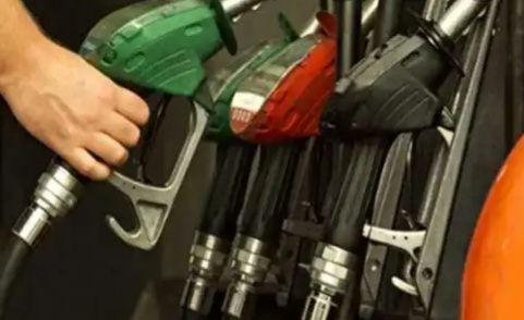 Oil prices slashed up to 3.4%